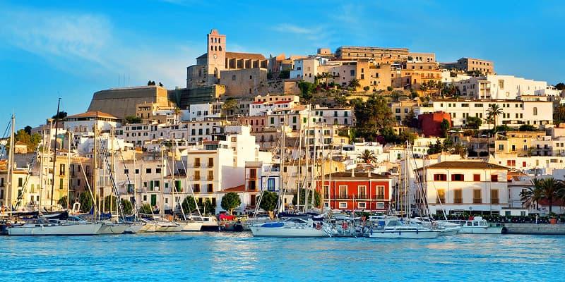 Encuentra en Ibiza tu Coche de Alquiler